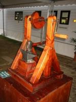 Автомат наковальня - молоток (полный вид) - модель по записям Леонардо
